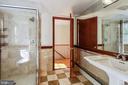 Upper level bathroom - 3033 KNOLL DR, FALLS CHURCH