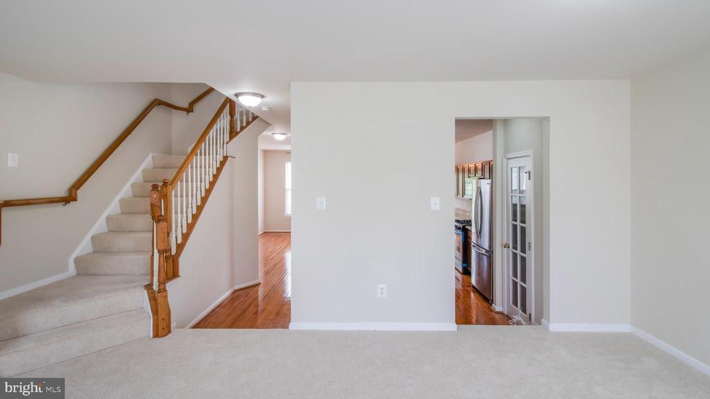 Mainlevel New Carpet, Fresh Paint - 43533 LAIDLOW ST, CHANTILLY