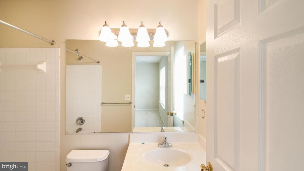 M Bath - New Light Fixtures, Faucet, Fresh Paint - 43533 LAIDLOW ST, CHANTILLY