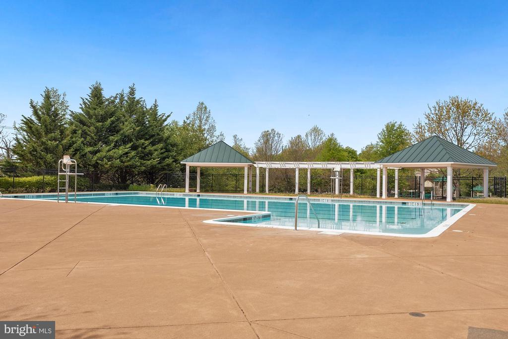 Evergreen Meadows Pool and Splash Pad for kids - 122 BALCH SPRINGS CIR SE, LEESBURG