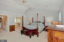 Primary Bedroom has vaulted ceilings - 122 BALCH SPRINGS CIR SE, LEESBURG
