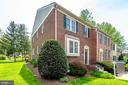 Large end unit next to green space and woods - 6850 WILLIAMSBURG POND CT, FALLS CHURCH