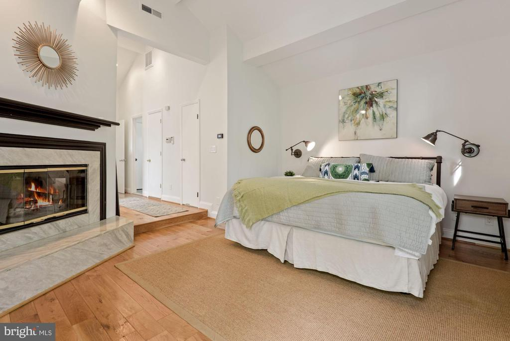 Master bedroom with 2nd wood burning  fireplace - 2108 OWLS COVE LN, RESTON