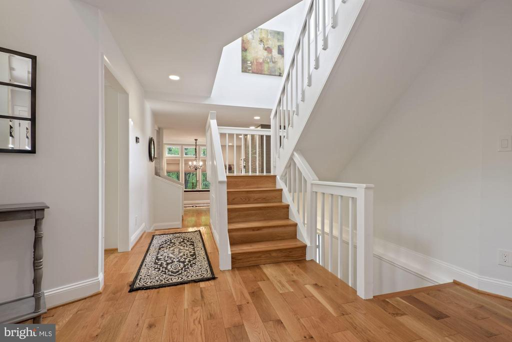 Large welcoming foyer - 2108 OWLS COVE LN, RESTON
