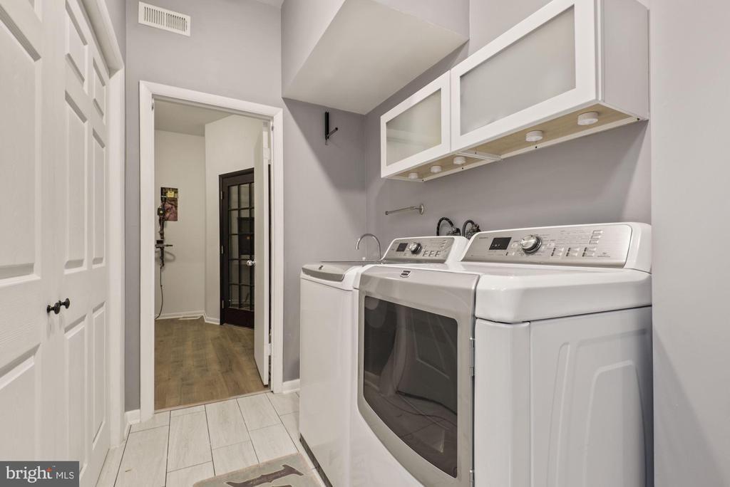 Large laundry room - 2108 OWLS COVE LN, RESTON
