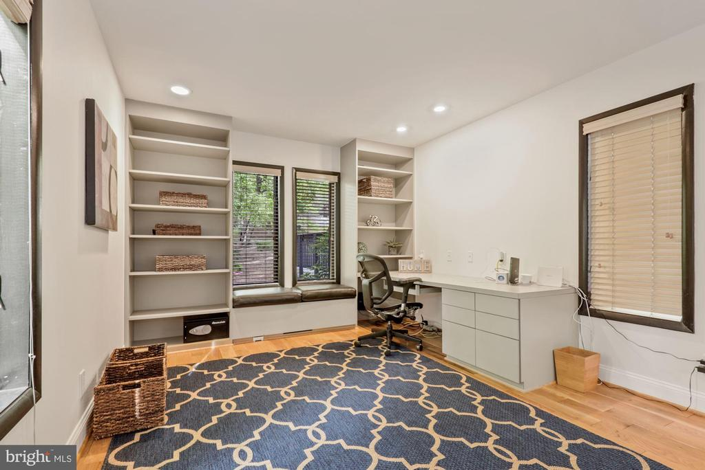 Private office/bedroom  with built ins - 2108 OWLS COVE LN, RESTON