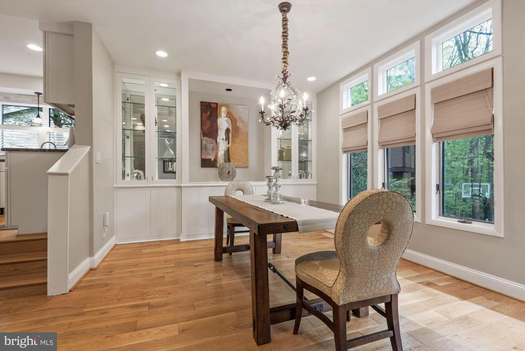 Dinning room with built in cabinets! - 2108 OWLS COVE LN, RESTON