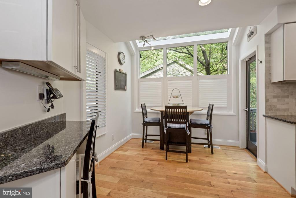 Kitchen sitting nook with beautiful skylights - 2108 OWLS COVE LN, RESTON