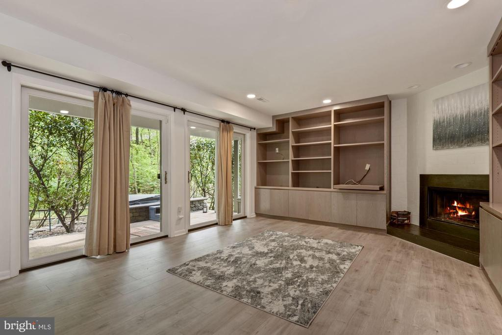 Sliding glass doors lead to private hot tub! - 2108 OWLS COVE LN, RESTON