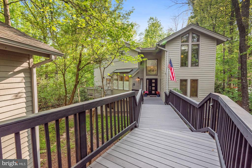 New Trex decking and railings! - 2108 OWLS COVE LN, RESTON