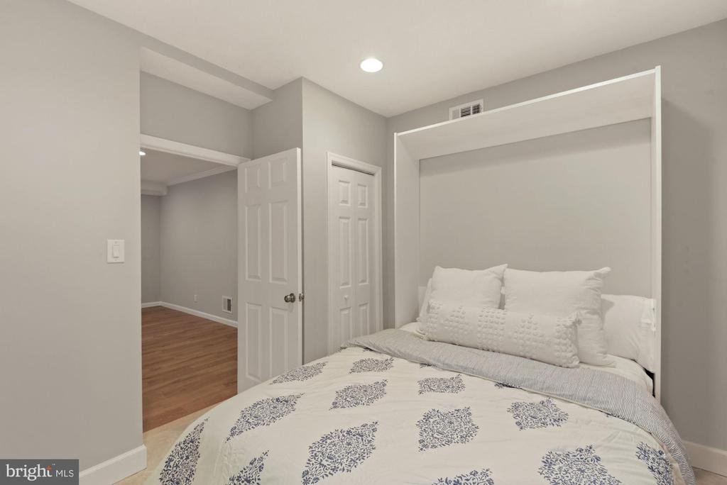 Murphy bed conveys! - 3613 S WAKEFIELD ST, ARLINGTON