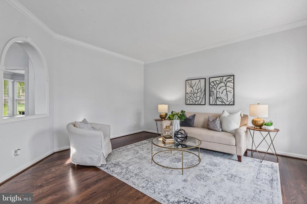 Formal Living room. - 304 BERRY ST SE, VIENNA