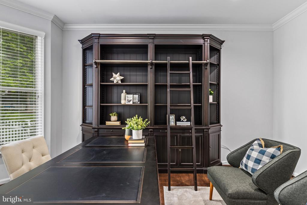 Perfect for working from home or virtual school. - 304 BERRY ST SE, VIENNA