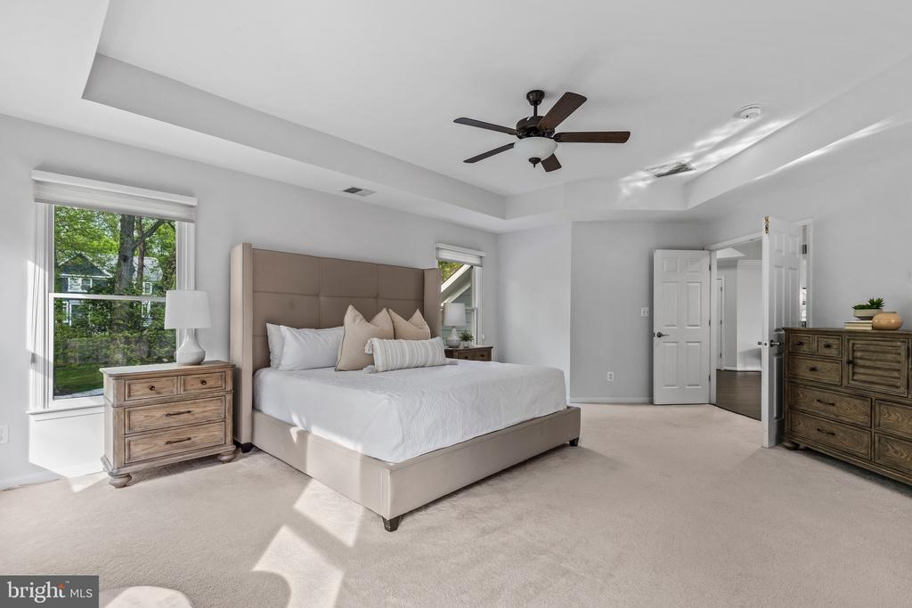 Welcome to your master suite! - 304 BERRY ST SE, VIENNA
