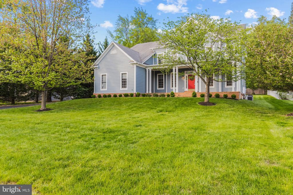 Mature trees throughout this amazing property. - 304 BERRY ST SE, VIENNA