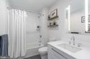 Guest bath with fine finishes - 16 BAKERS WALK #104, ALEXANDRIA