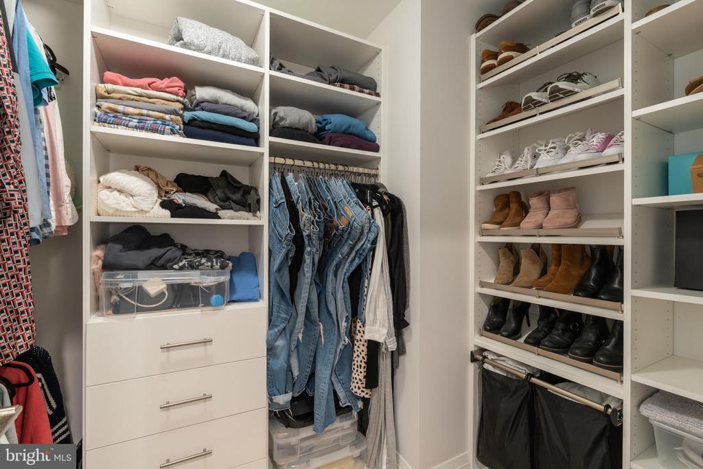 Custom closets - 16 BAKERS WALK #104, ALEXANDRIA
