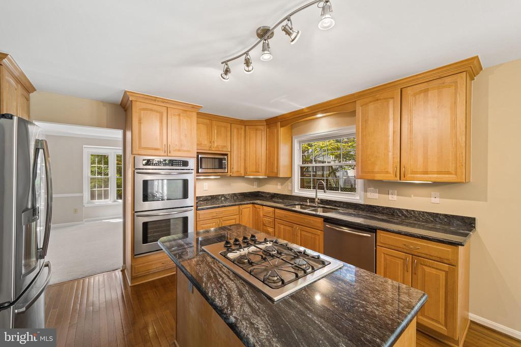 Kitchen - 8104 CREEKVIEW DR, SPRINGFIELD