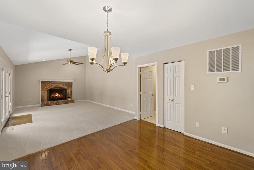 Family room - 8104 CREEKVIEW DR, SPRINGFIELD