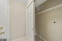 Mud room off garage with W&D hook up - 8104 CREEKVIEW DR, SPRINGFIELD