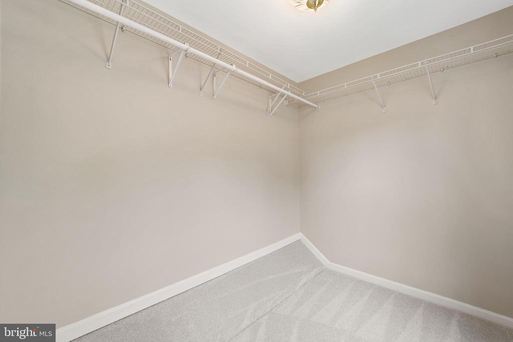 walk-in closet - 8104 CREEKVIEW DR, SPRINGFIELD