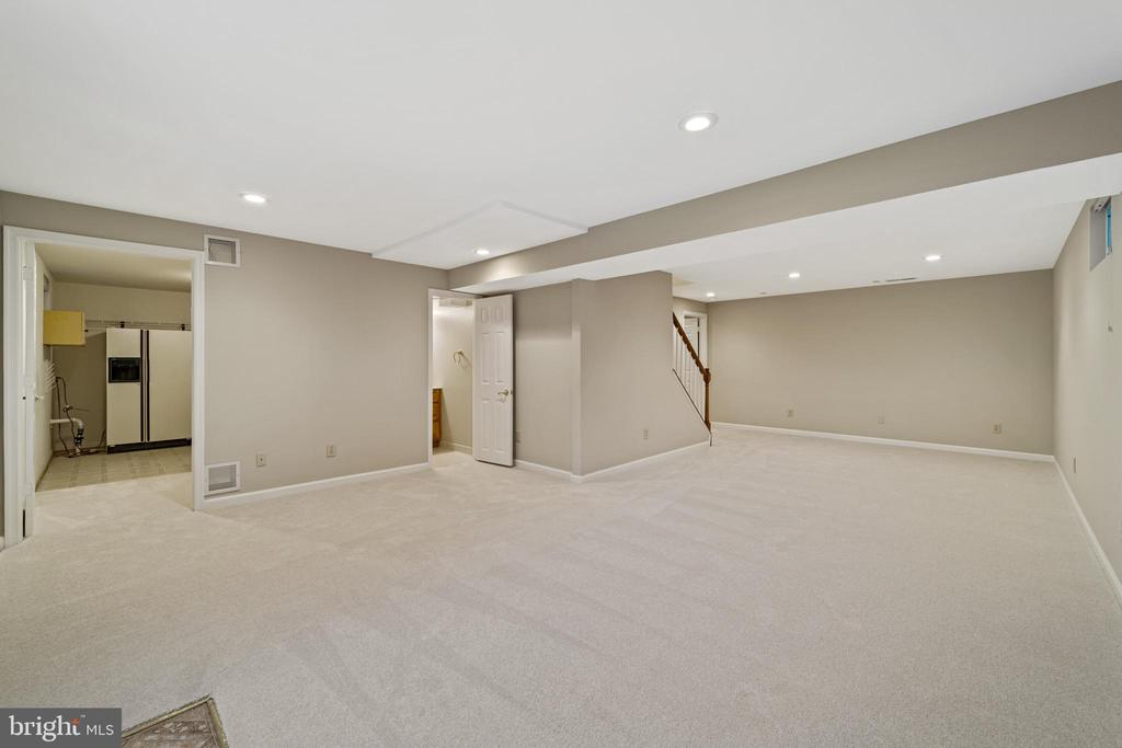Recreation room - 8104 CREEKVIEW DR, SPRINGFIELD