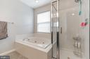 enjoy a soaking bath or stand alone shower - 43017 EUSTIS ST, CHANTILLY