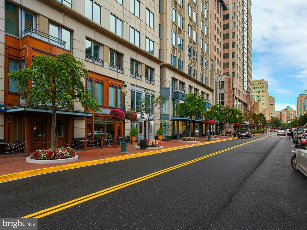 Reston Town Center -Shopping & Dining - 1206 WOODBROOK CT, RESTON