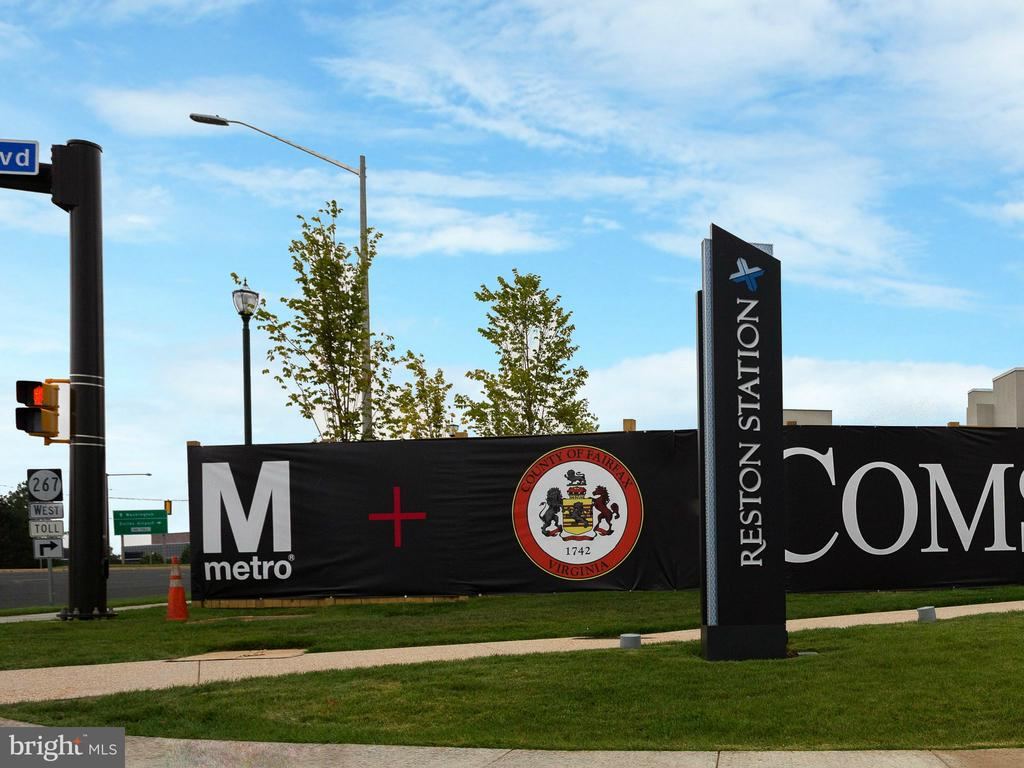Reston Metro - 1206 WOODBROOK CT, RESTON
