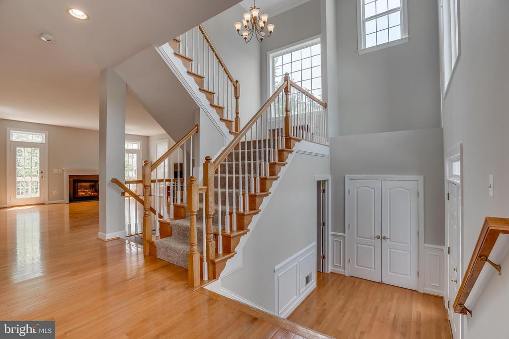 Entry Foyer with steps to Upper Level - 13297 SCOTCH RUN CT, CENTREVILLE