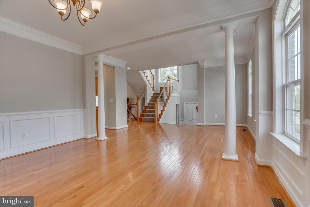 Gleaming Hardwood Floors, Wainscoting - 13297 SCOTCH RUN CT, CENTREVILLE