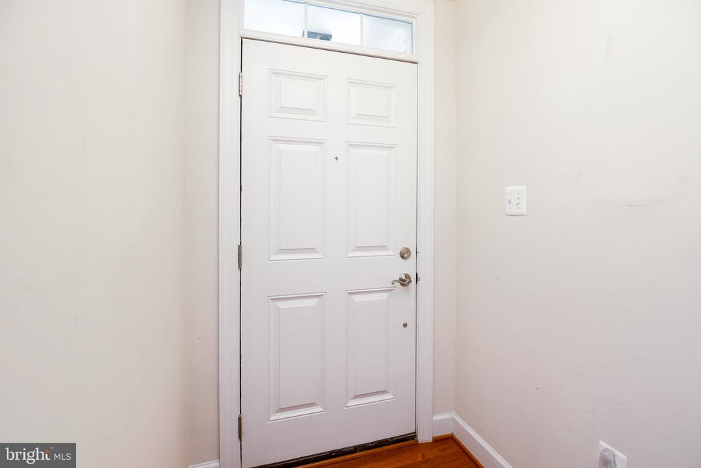 Hardwood floors as you step into your home - 115 GRACIE PARK DR, HERNDON