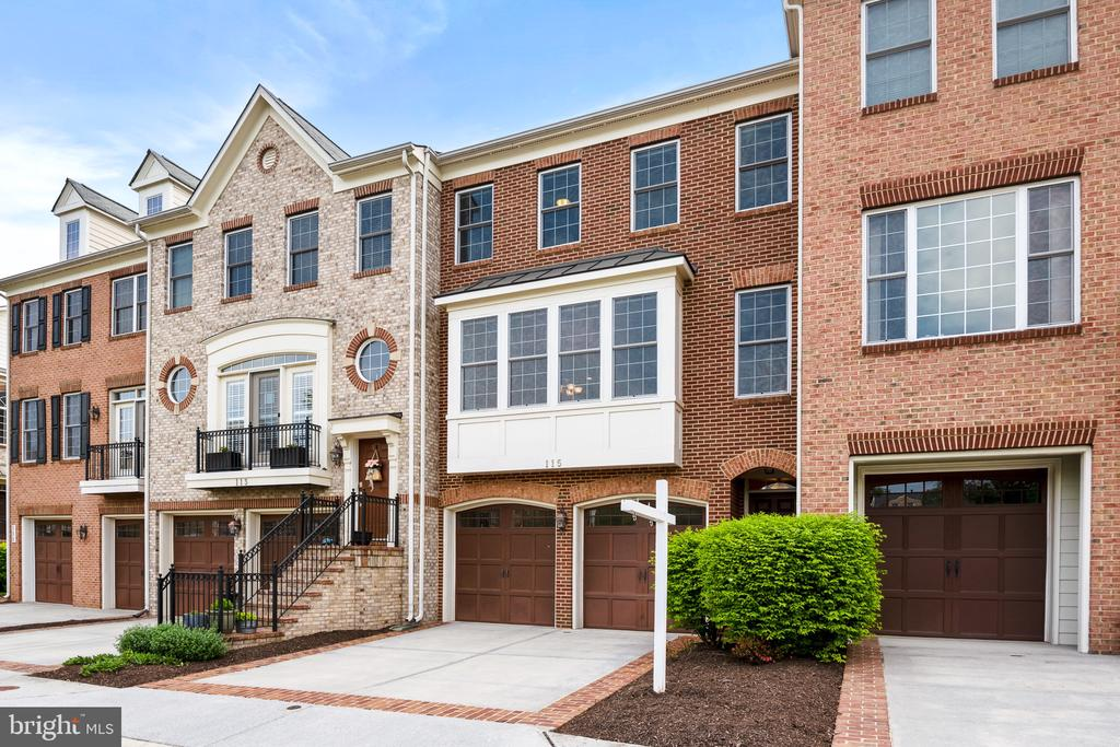 Stunning Brick-Front Townhome in Herndon - 115 GRACIE PARK DR, HERNDON