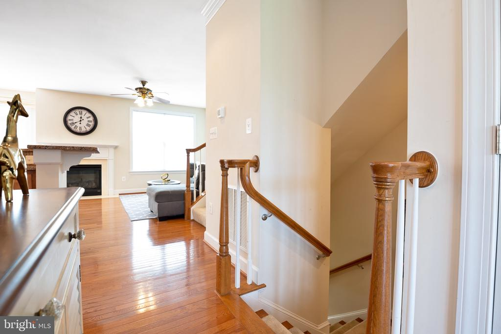 Stairs leading to the first floor - 115 GRACIE PARK DR, HERNDON