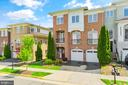 Beautiful luxury end unit in Lansdowne - 43575 WILD INDIGO TER, LEESBURG