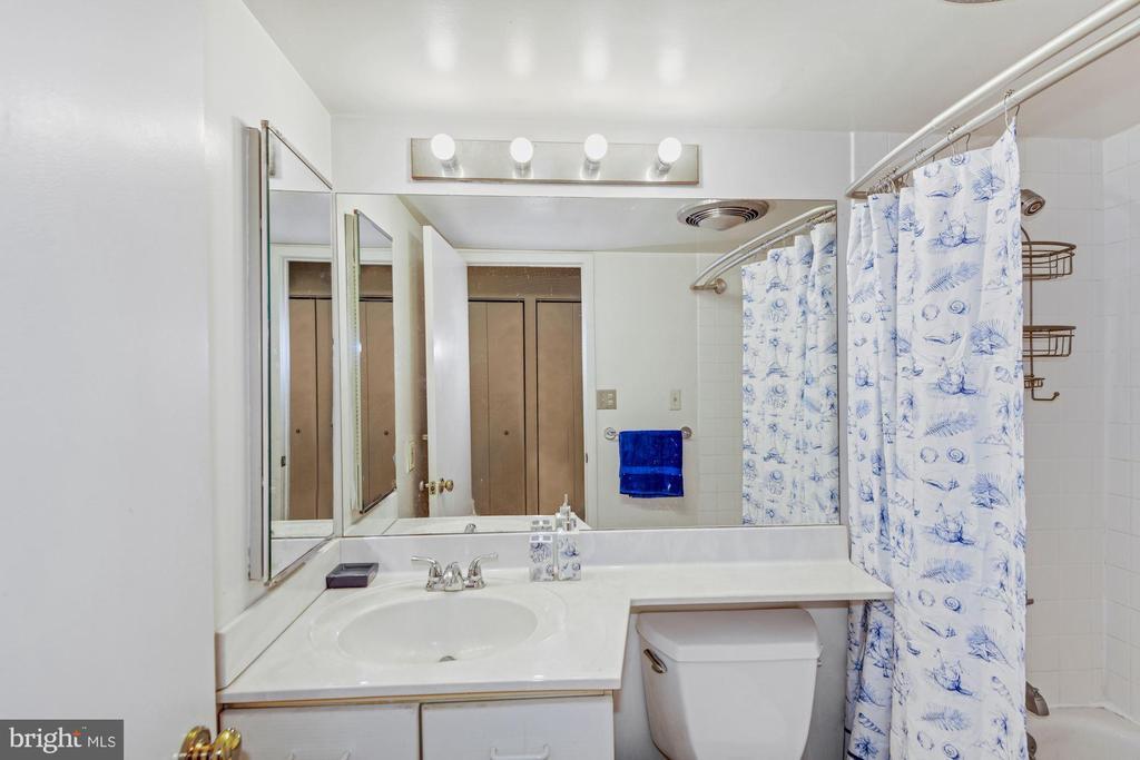 Bathroom - 2111 WISCONSIN AVE NW #524, WASHINGTON