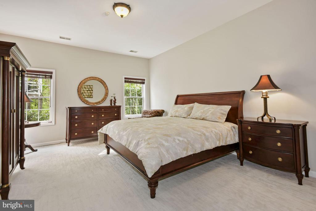 Lower level Bedroom - 3701 MAPLE HILL RD, FAIRFAX