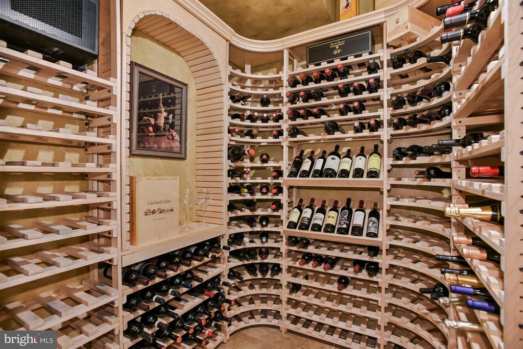 Gorgeous Wine room off lower level kitchen - 3701 MAPLE HILL RD, FAIRFAX
