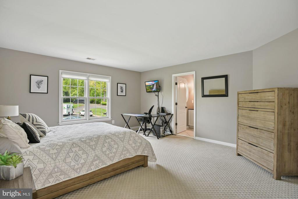 Bedroom 4 with En Suite - 3701 MAPLE HILL RD, FAIRFAX