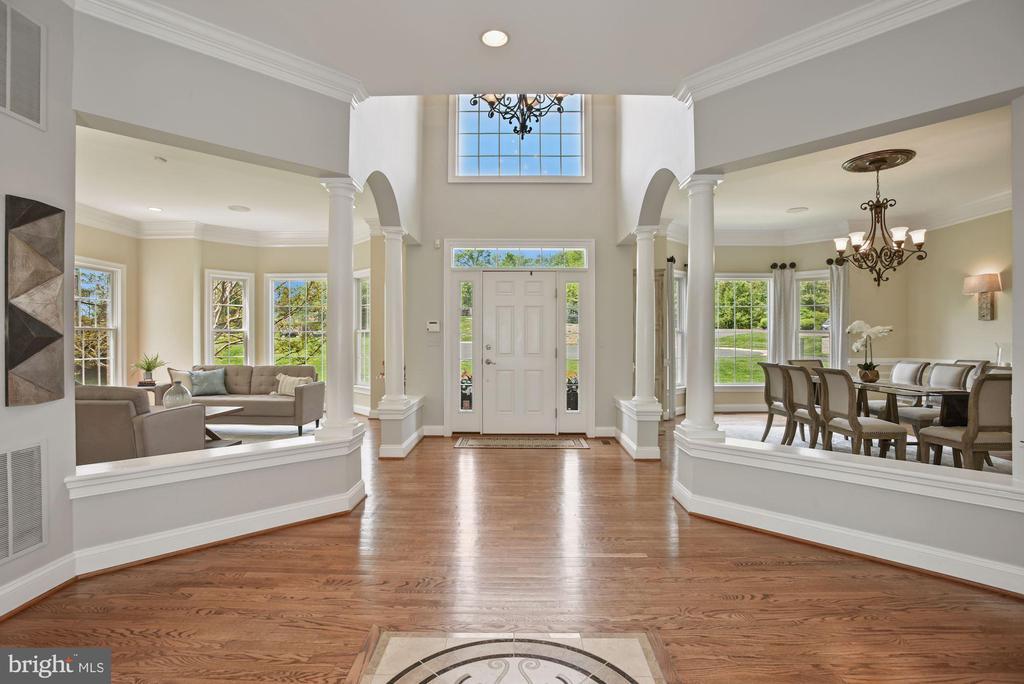 Foyer - 3701 MAPLE HILL RD, FAIRFAX