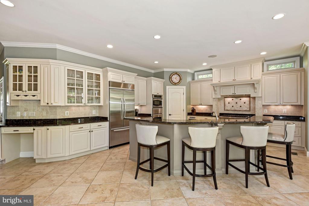 Open Gourmet Kitchen - 3701 MAPLE HILL RD, FAIRFAX