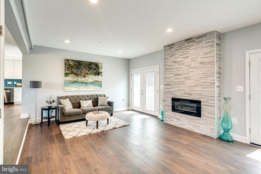 Family Room - 16942 FREDERICK RD, MOUNT AIRY