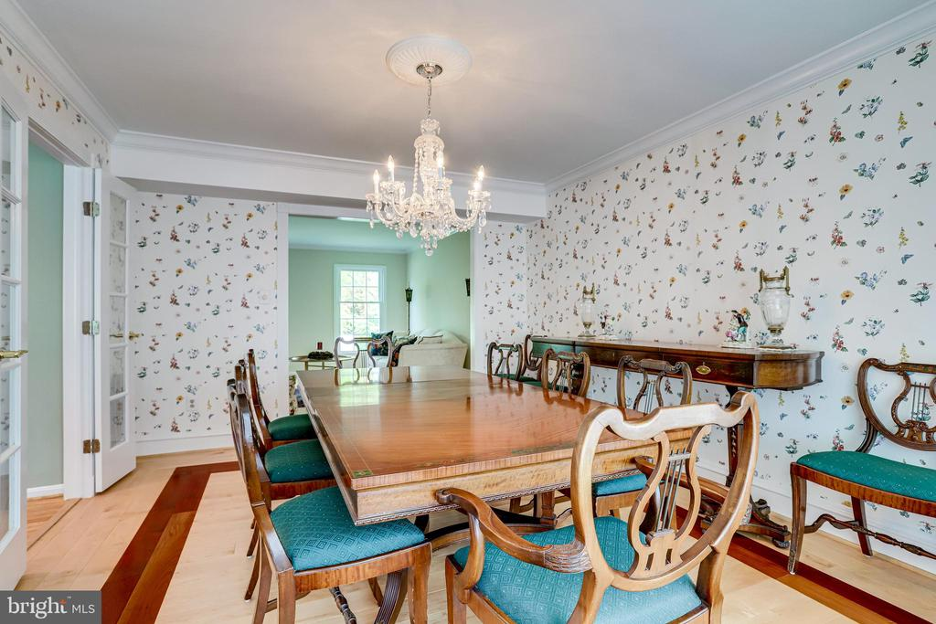 Seat twelve or more in this dining room - 19 GRISWOLD CT, POTOMAC FALLS