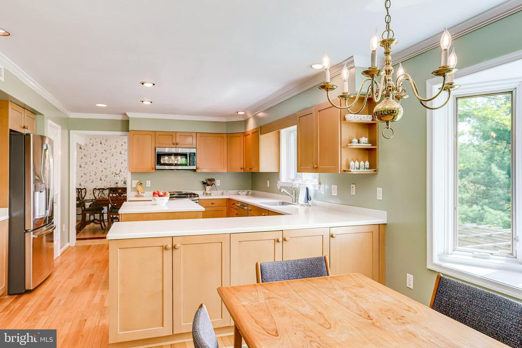 This kitchen is so well laid out and practical - 19 GRISWOLD CT, POTOMAC FALLS