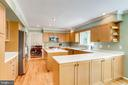 Large island - great for entertaining - 19 GRISWOLD CT, POTOMAC FALLS