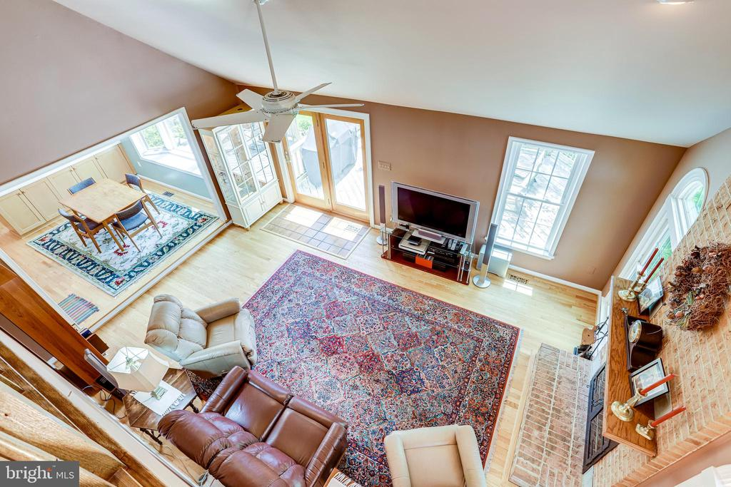 View of family room from bonus room/office/den - 19 GRISWOLD CT, POTOMAC FALLS