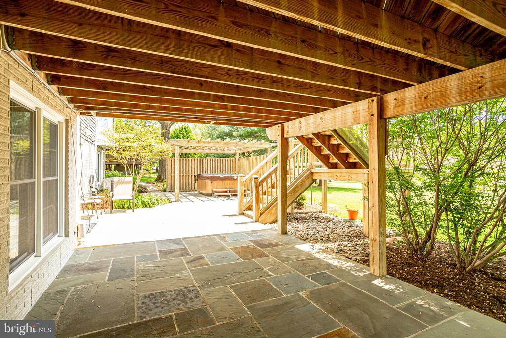 Covered patio under deck - 19 GRISWOLD CT, POTOMAC FALLS