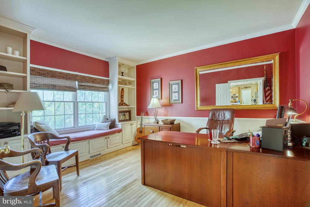 WFH in this Beautiful Office with Built Ins - 1269 COBBLE POND WAY, VIENNA