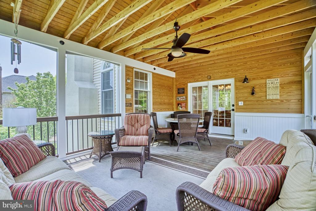 Lighting & Ceiling Fan Provide Comfort & Ambiance - 1269 COBBLE POND WAY, VIENNA
