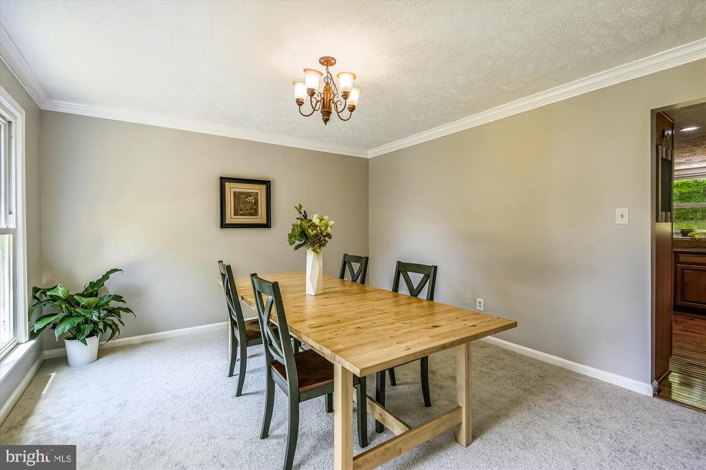 Spacious dining room with room for a large table - 15034 HOLLEYSIDE DR, DUMFRIES